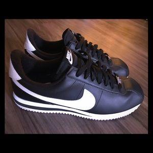Other - EUC Nike Cortez Size 9